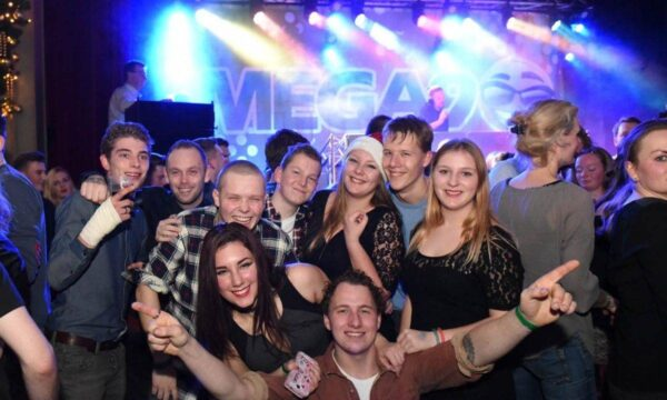 Mega 90's On Tour - boeken - 90's Drive In Show